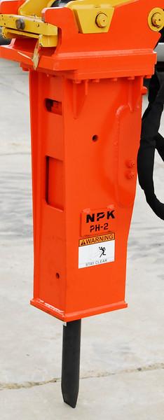 NPK PH2 hydraulic hammer with enviro bracket on Deere mini excavator (13).jpg