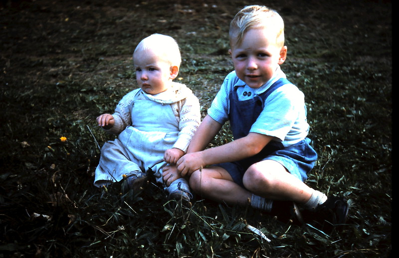 1961-4-19 (38) Nola 10mths & Trevor 3 yrs 6mths.JPG