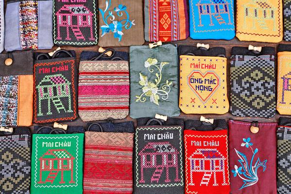 Tissus de couleurs de Mai Chau