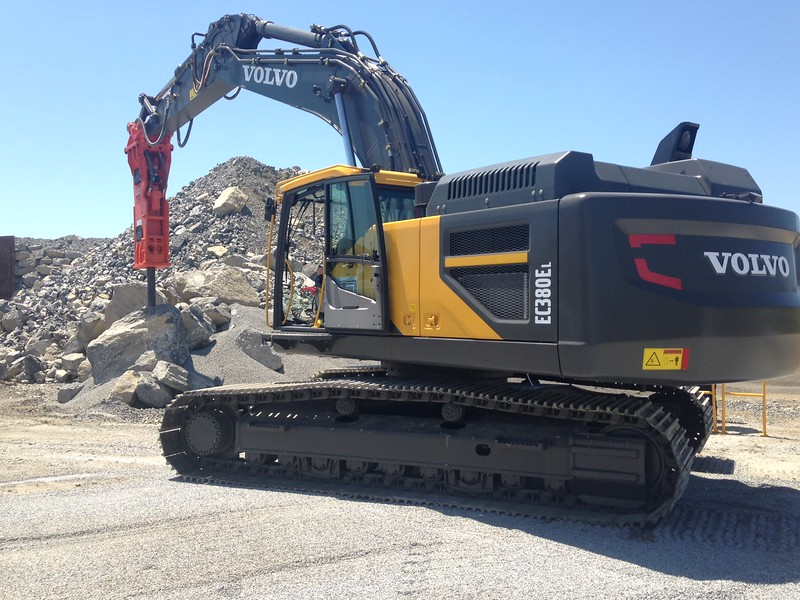 NPK GH15 hydraulic hammer on Volvo EC380EL excavator (6).JPG