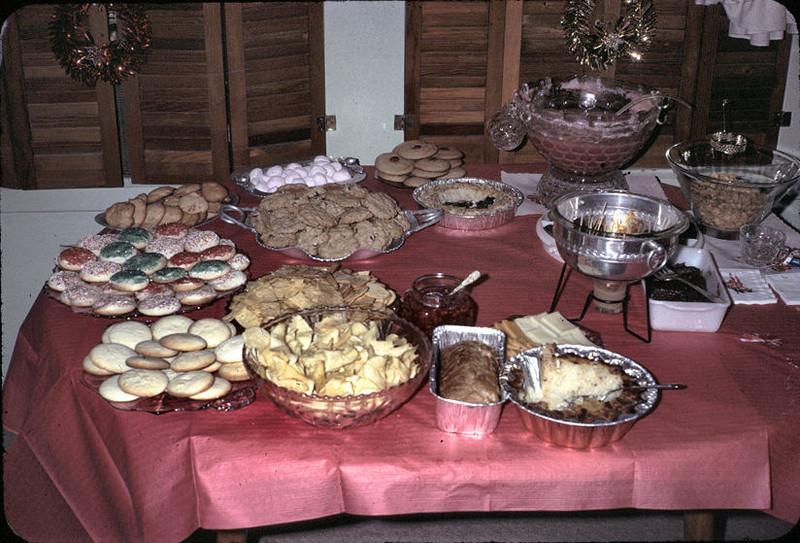 19670601_christmas_table_ag