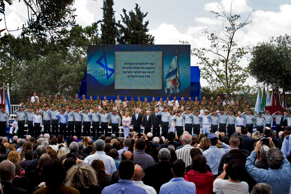 . Israeli Prime Minister Benjamin Netanyahu, center left, Israeli President Shimon Peres, center, and Israeli military\'s chief of staff Lt. Gen. Benny Gantz, center right, attend Israel\'s Independence Day celebration at the President\'s residence in Jerusalem, Israel, Tuesday, April 16, 2013. Israel is celebrating 65 years of independence with barbecues, air force flyovers, and a bible quiz. (AP Photo/Llia Yefimovich, Pool)