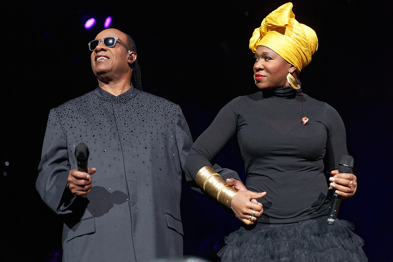 . Stevie Wonder with India.Arie on Nov. 20, 2014 at the Palace of Auburn Hills. Photo by Ken Settle