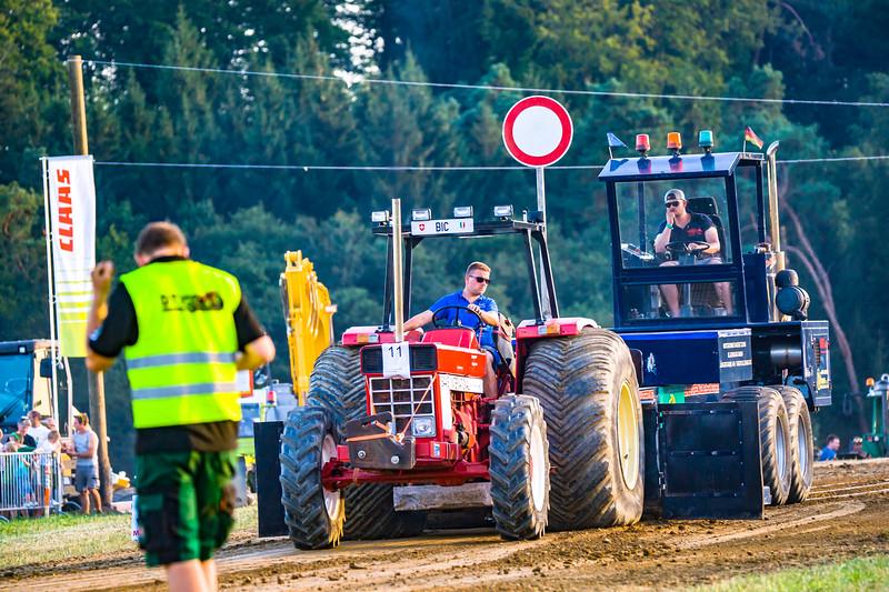 Tractor Pulling 2015-01655.jpg