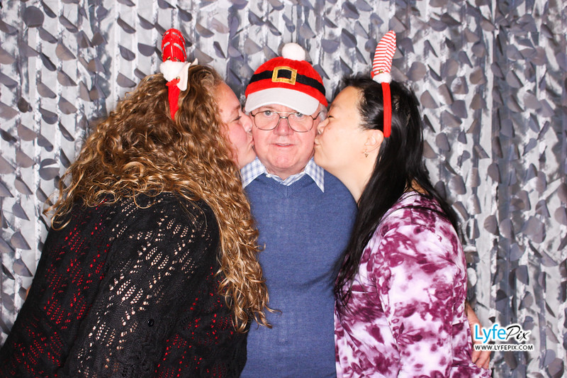 red-hawk-2017-holiday-party-beltsville-maryland-sheraton-photo-booth-0291.jpg