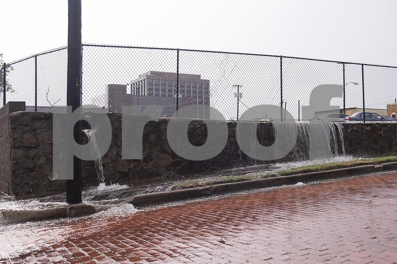 Strong storms spawn tornado in Oklahoma, threaten region
