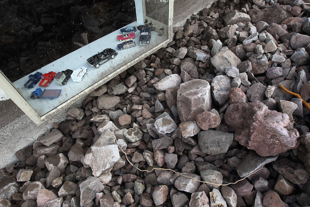 . Toy cars and trucks remain standing in a window of a home buried in rocks and mud after debris flows smashed into houses as a powerful storm that has been lashing northern California moves southward on December 12, 2014 in Camarillo Springs neighborhood of Camarilla, California.  (Photo by David McNew/Getty Images)