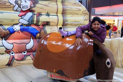 paddepoel 2013-winkelcentrum-rodeostier rijden