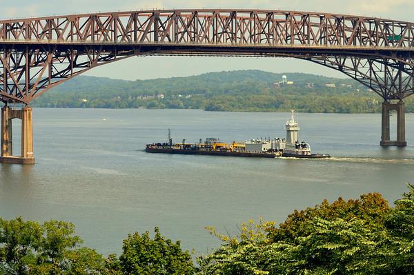 Coho  Philadelphia 2 Sept 13:30 hd hrs  Newburgh-Beacon Bridge Northbound