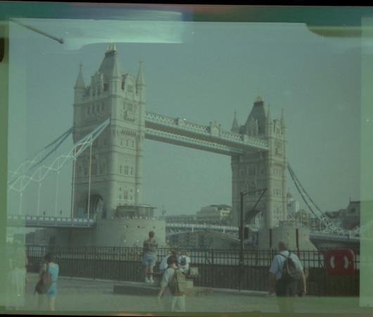 1995.07 - Trip To Europe - Mom, Lindsay, Justin