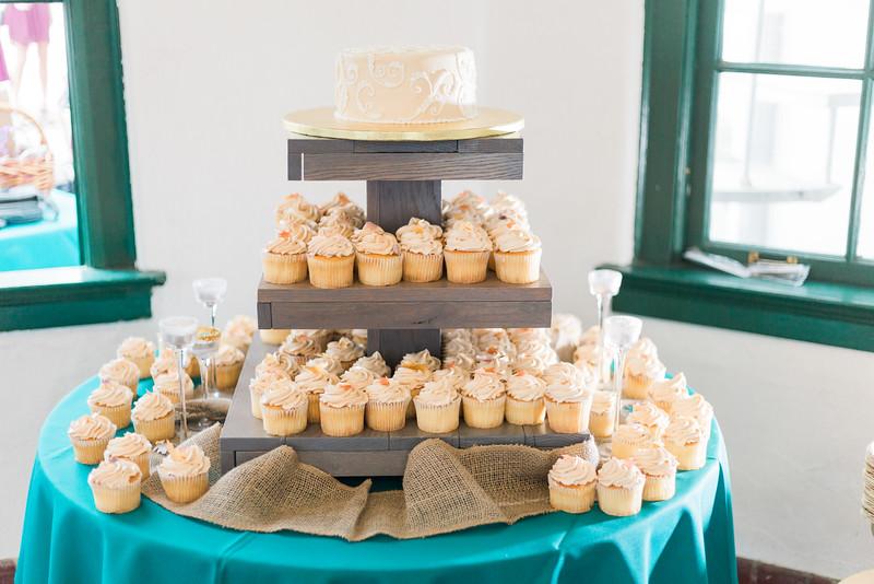 ELP1015 Tara &Phill St Pete Shuffleboard Club wedding reception 3.jpg