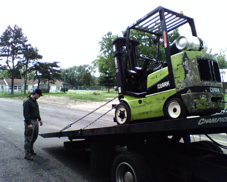 Unloading the forklift to unload the tank... I'm not sure what Smoot's looking at...