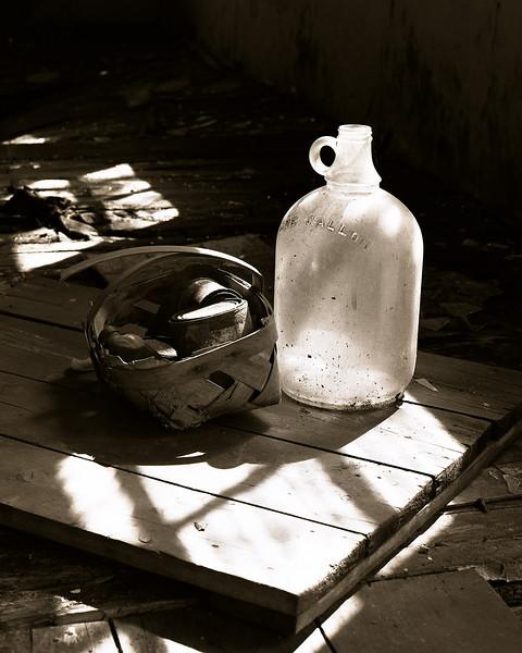 47561599_basket bottle