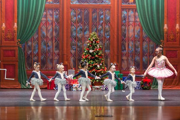 19 BOWS Rockin Around the Christmas Tree