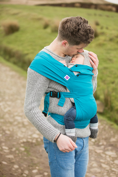 Izmi_Baby_Carrier_Cotton_Teal_Lifestyle_Front_Carry_Dad_Kissing_Baby.jpg