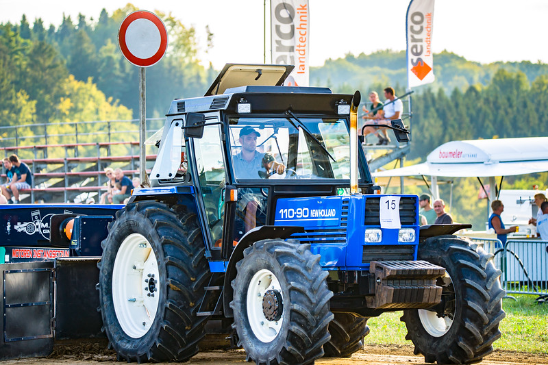 Tractor Pulling 2015-01615.jpg
