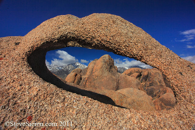 Unpopular arch in the Alabama Hills.
