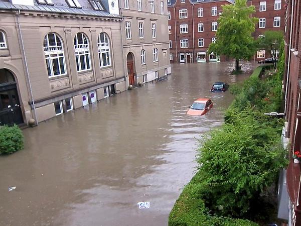 Oversvømmelse på Suomisvej 2. juli 2011