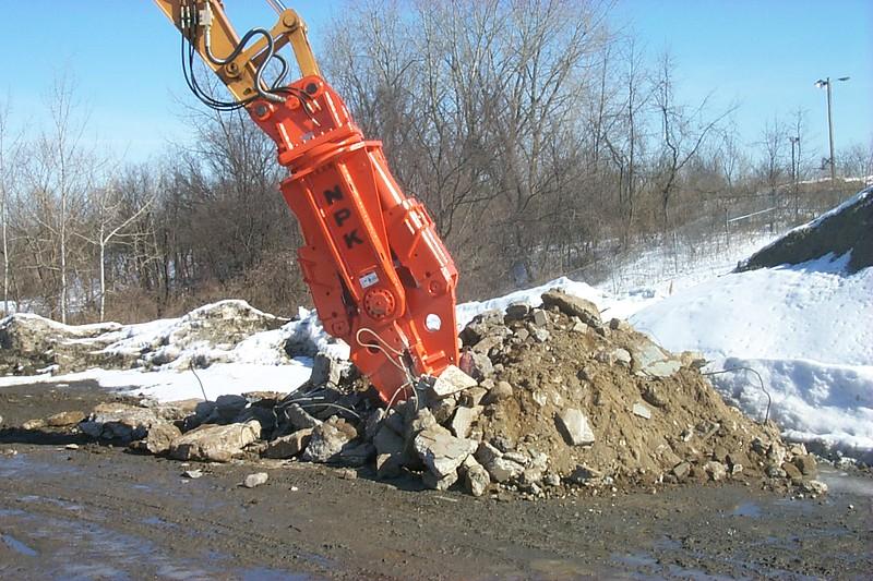 NPK M28G concrete pulverizer on excavator at Hansen-crushing concrete (6).JPG