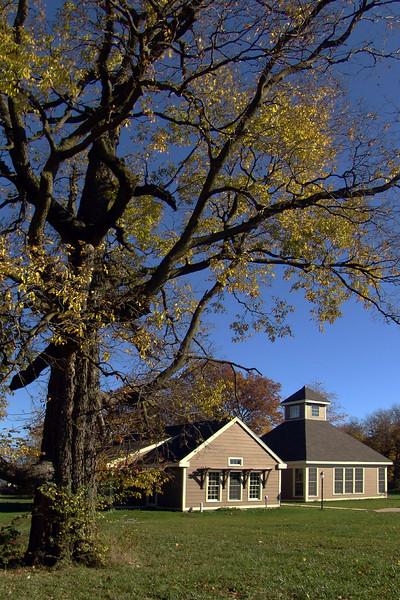 C 10 Friends Meeting House Oct. 04 025b.jpg