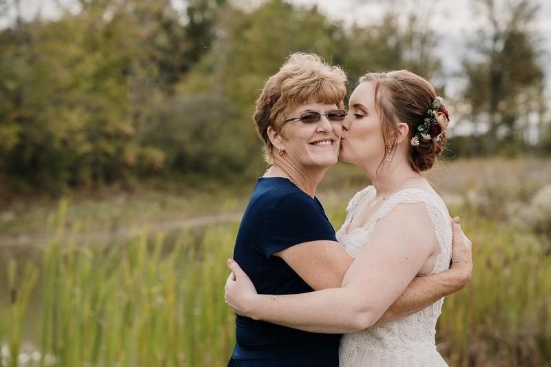 rustic_ohio__fall_barn_wedding-259.jpg
