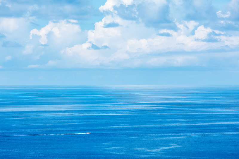 Speeding boat in sea