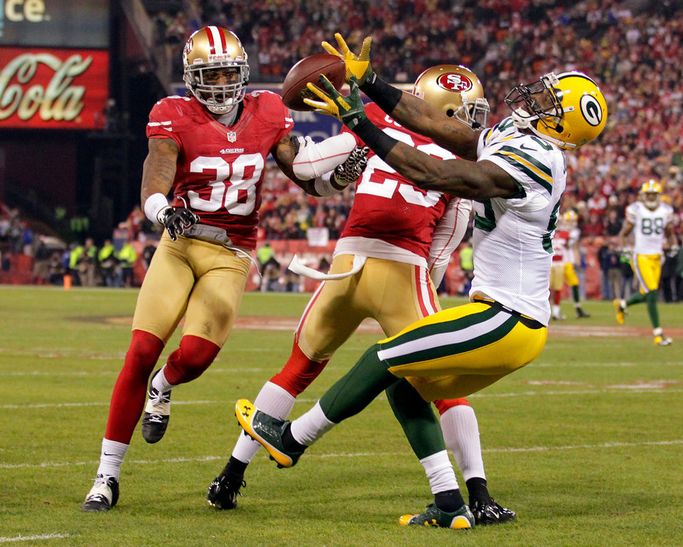 . Green Bay Packers wide receiver James Jones (89) catches a pass as San Francisco 49ers Chris Culliver (29) and Dashon Goldson attempt to intercept during the first half of an NFC divisional playoff NFL football game in San Francisco, Saturday, Jan. 12, 2013.  (AP Photo/Tony Avelar)