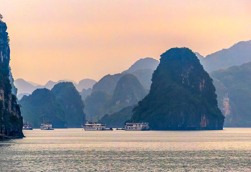 HaLong Bay Vietnam Cruise_P1090255.jpg