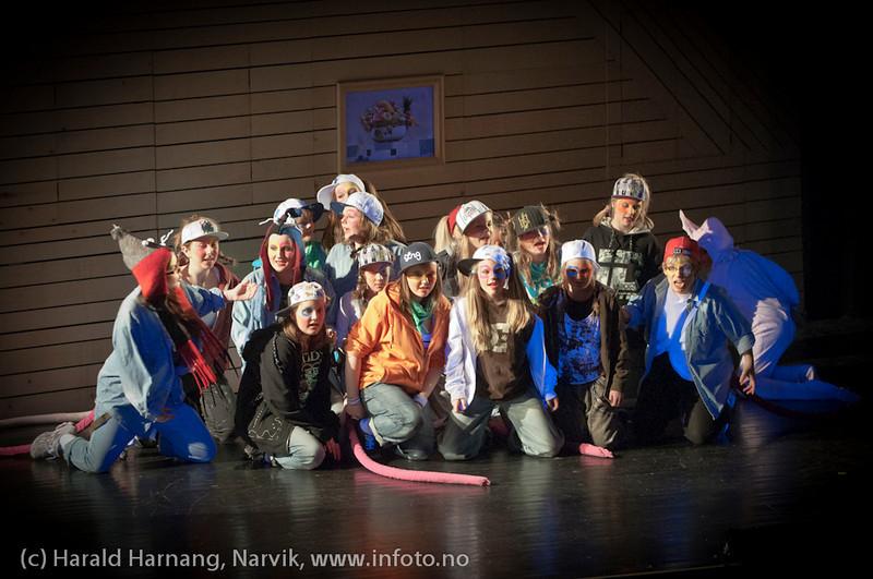 27.3.2011: Musegjenget. Forestilling Folkets Hus, Narvik: Teskjekjerringa som prinsesse Pompadur. Urpremiere.