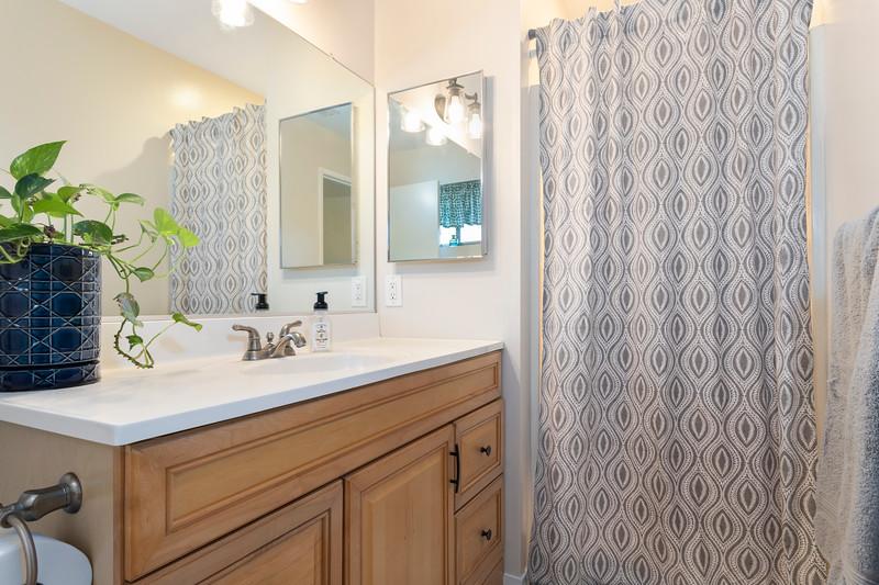 4505 Lobos 25 Master Bathroom.jpg