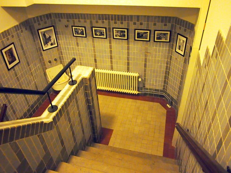 PA093632-staircase.JPG