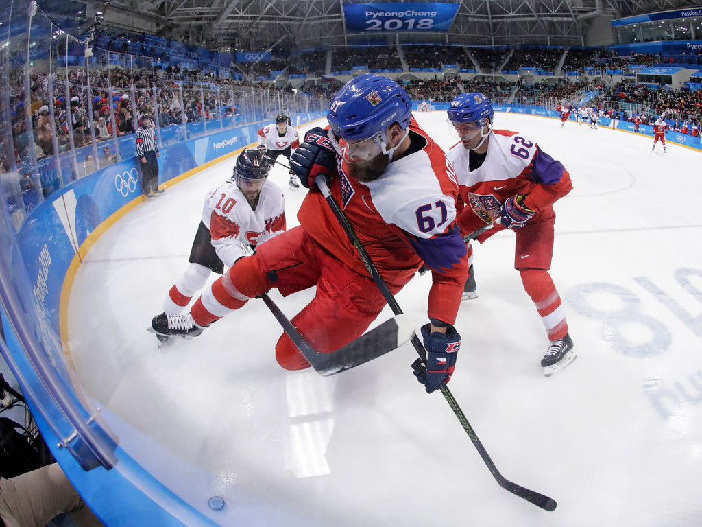 . Adam Polasek (61), of the Czech Republic, battles for the puck with Andres Ambuhl (10), of Switzerland, during the first period of the preliminary round of the men\'s hockey game at the 2018 Winter Olympics in Gangneung, South Korea, Sunday, Feb. 18, 2018. (AP Photo/Julio Cortez)