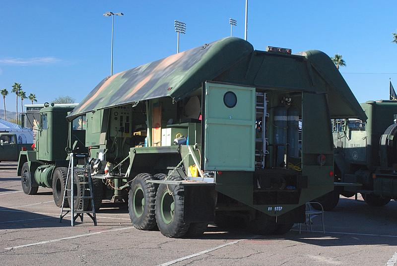 AM General 1984 915A1 5T w Southwest Mobile shop trailer rr lf.JPG