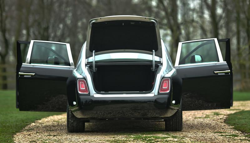 Rolls-Royce Phantom VIII 15.jpg
