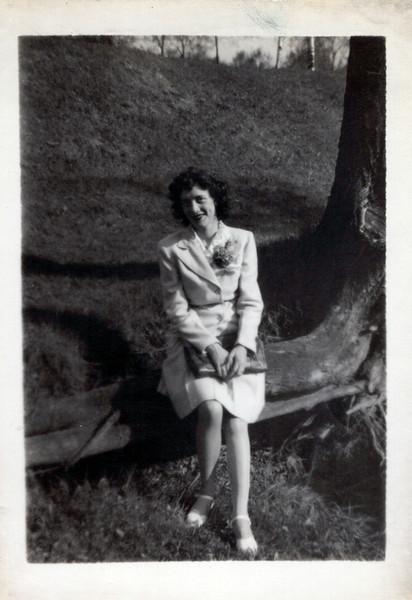 1945 Vivian Konyha Mother's Day.jpeg