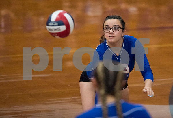 10/16/17 Wesley Bunnell | Staff St. Paul Volleyball vs Oxford at St. Paul High School on Monday evening. Evelyn Nassif (19).