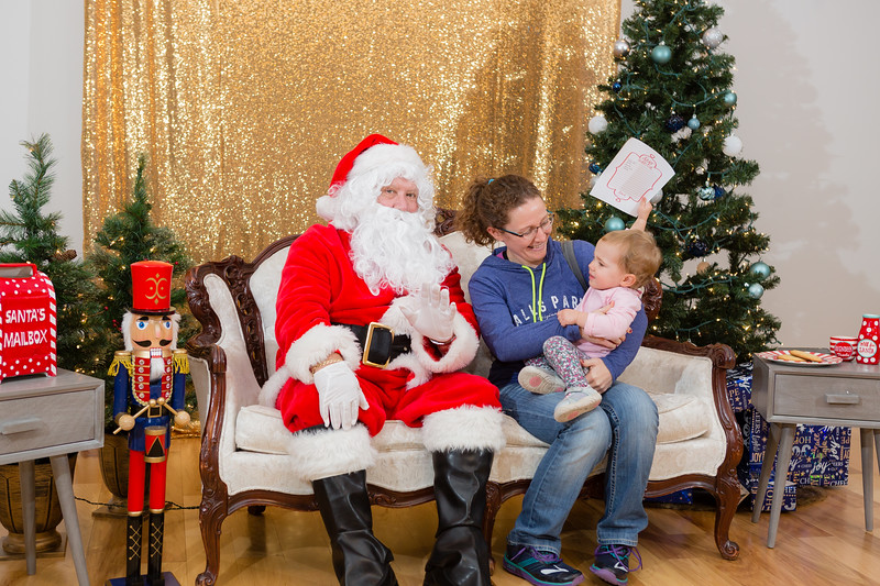FADS Picture with Santa-290.jpg