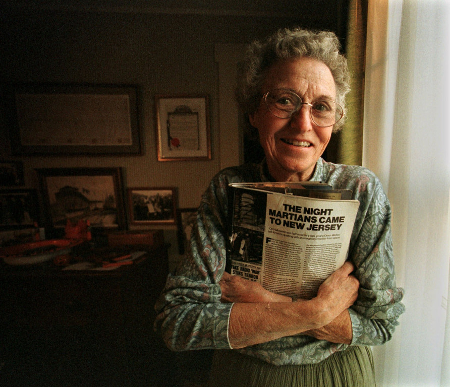 """. Mabel \""""Lolly\'\' Dey holds a magazine story about Orson Welles\' radio broadcast of the War Of The Worlds, in her Princeton Jct., N.J., home Wednesday, Oct. 28, 1998. 60 years-ago, Dey, 76, was a 16-year-old high school junior playing the piano for her church hymn sing-along in nearby Plainsboro, N.J. when a breathless young man burst into the church basement yelling, `The Martians have landed in Grovers Mill! The Martians have landed in Grovers Mill!\"""" (AP Photo/Charles Rex Arbogast)"""