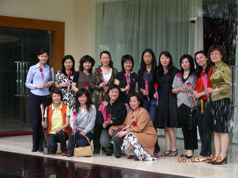 GLG Roses in Conjunction with March 8 at Sanya.JPG