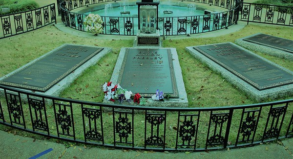 The final resting place of Elvis Presley