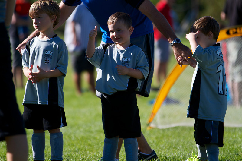 Holladay Fitness Soccer Fall 2013 • PreSchool P14 (Silver) vs P22 (Navy)