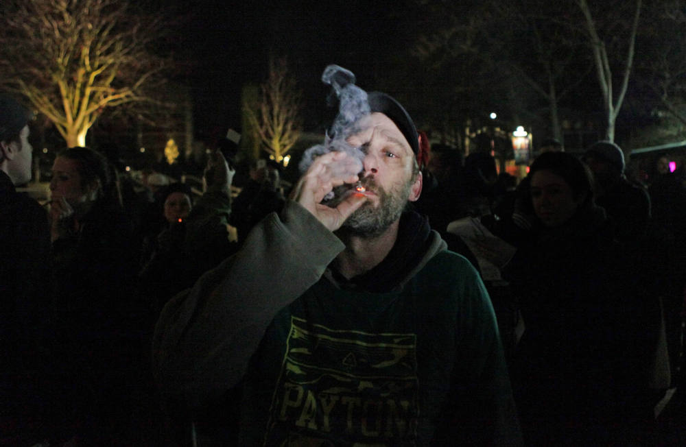 Description of . A man lights up after the law legalizing the recreational use of marijuana went into effect in Seattle, Washington December 6, 2012. With Washington state the first in the nation legalizing marijuana possession for adult recreational use, Seattle's city attorney issued a stern warning on Wednesday to those waiting to celebrate - no pot puffing in public. REUTERS/Cliff Despeaux