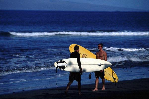 HI Maui surfers 2.jpg