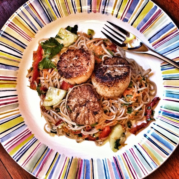 On the table tonite: seared scallops with Asian noodle salad #jux #foodie #foodgram