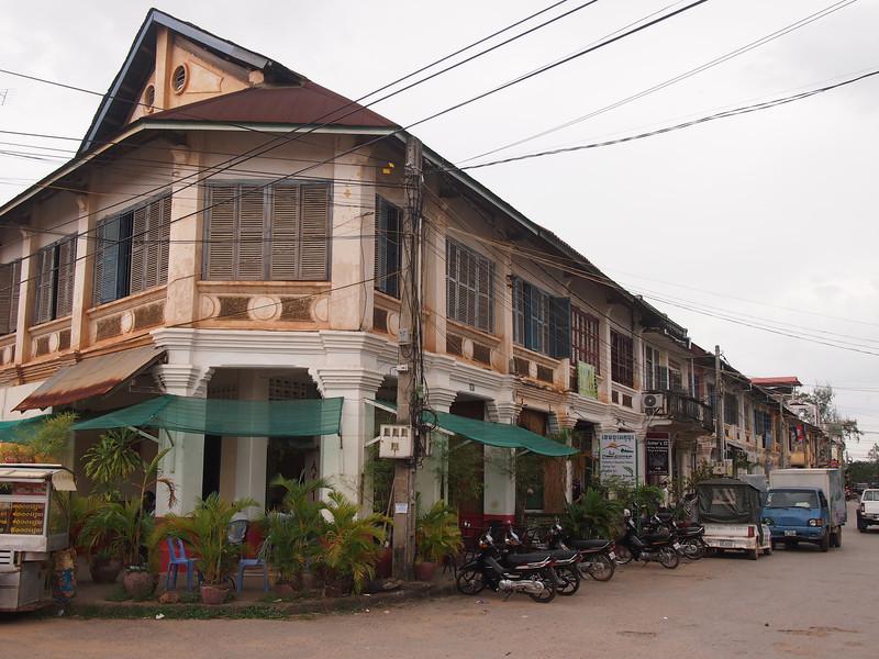 PB153767-colonial-buildings.JPG