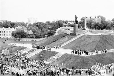 Открытие памятника Мулануру Вахитову 1985