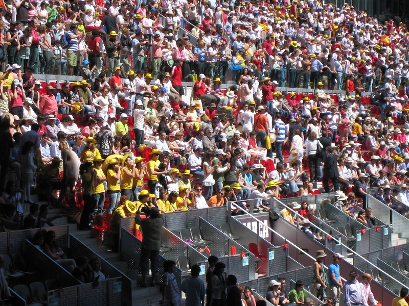 The Yellow and Red of Spain