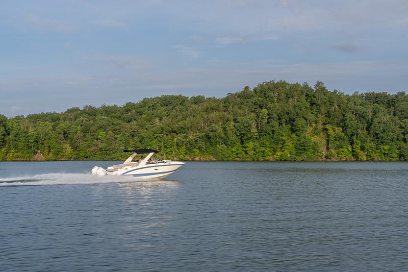 2021-SDX-290-Outboard-SDO290-running-starboard-stern-three-quarter-02697.jpg