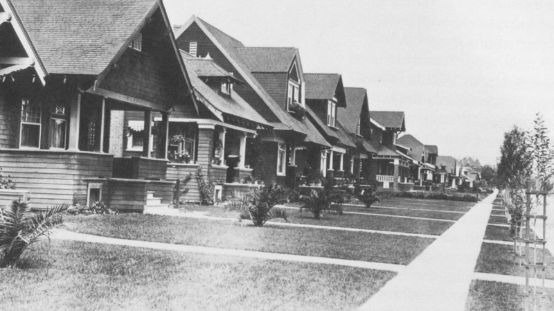 1907-1927LAfreewayAnAppreciativeEssay075-Bungalows.jpg