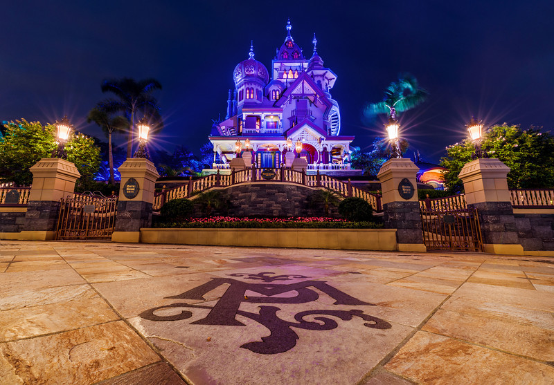 mystic-manor-ground-logo-night-hong-kong-disneyland.jpg